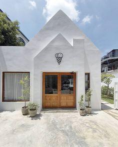 Cafe Shop Design, Cafe Interior Design, House Design, Cafe Exterior, Interior Exterior, Tiny House Layout, House Layouts, Facade Design, Architecture Design
