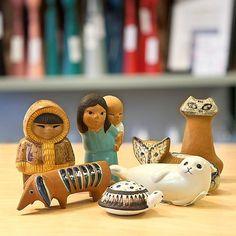 """Detta lilla """"gäng"""" som """"hänger"""" på en hylla i butiken finns nu också i webbshopen. #lisalarson #keramik #gustavsberg #ivårbutik #skandinaviskdesign #scandinaviandesign #gammaltochnytt #dalsjöfors #borås"""