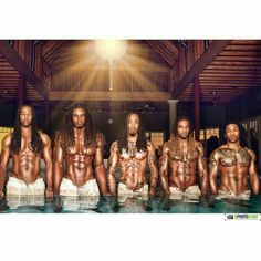 I normally don't go for guys with dreads but this picture got me thinking otherwise👏🏽👌🏽👍🏽💪🏽 Hot Black Guys, Fine Black Men, Handsome Black Men, My Black Is Beautiful, Black Boys, Fine Men, Gorgeous Men, Fine Boys, Photo Choc