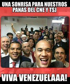 La sonrisa en  un selfie a costa de muchas tristezas de un pueblo que busca #salud #seguridad #alimentos #medicinas #AmorVenezuela... #fuerzavenezuela #YofirmoYorevoco