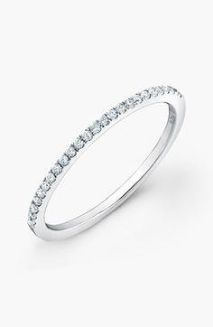 Desi mic, un inel poate sa schimbe toata infatisarea omului!Alege inelele www.valmand.ro