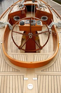 oh my! what a fabulous helm and deck. would love to go sailing on her.