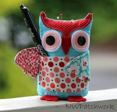 Owl Pincushion with Pocket - links to tutorial and free pdf pattern - sew cute!!