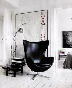 Modern Furniture Design - Arne Jacobsen Egg Chair In Black Leather - Living Room Chairs