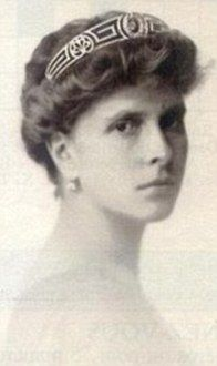 .Princess Alice, mother of Prince Philip, wearing the Meander Tiara. This was worn by Zara Philips ( daughter of Princess Anne) at her wedding.