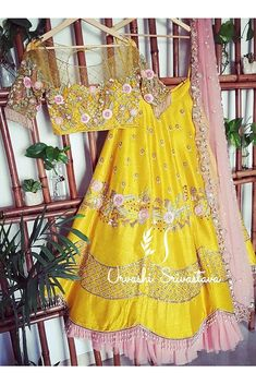 Indian Fashion Dresses, Indian Bridal Outfits, Indian Gowns Dresses, Indian Designer Outfits, Designer Dresses, Half Saree Designs, Choli Designs, Lehenga Designs, Lehnga Dress