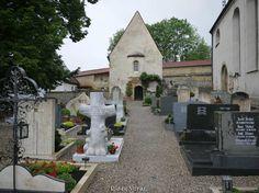 Michaelskapelle (Seelenkeller) bei der Martinsbasilika in Greding.  Gleich neben der Martinsbasilika steht die zweigeschossige Michaelskapelle aus dem 12. Jahrhundert. Im Untergeschoss befindet sich der Karner (Beinhaus) in Greding wird er auch Seelenkeller genannt.   Der Seelenkeller stammt aus dem 14. Jahrhundert und wurde vermutlich aus Platzmangel eingerichtet. Es ist der zweitgrößte Karner Bayerns und beherbergt die Gebeine von ca. 2500 Verstorbenen.  Wegen der Bauarbeiten konnten wir…