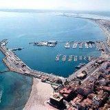 Espectacular vista del puerto de Alicante desde el Castillo de Santa Bárbara.