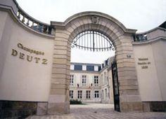 Champagne DEUTZ à Aÿ. A quelques kms d'Epernay, le Champagne Deutz est une maison de Champagne fondée en 1838. Localisation : 16 rue Jeanson - 51160 AY. Proximité de Courcelles : en fonction de l'itinéraire choisi, à 52 ou 63 kms (55 minutes). www.champagne-deutz.com