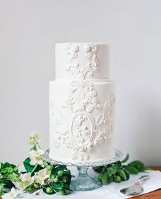 6 Wedding Cake Trends in 2020 Black Wedding Cakes, Elegant Wedding Cakes, Elegant Cakes, Purple Wedding, Gold Wedding, Wedding Sweets, Wedding White, Autumn Wedding, Floral Wedding