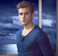 30 Reasons You Should Be Completely In Love With Aaron Tveit - BuzzFeed Mobile