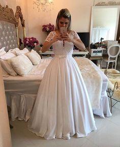 Se destaque com os mais lindos vestidos para alugar. ❣ WhatsApp: (62) 9 9333-6666 www.queendresses.com