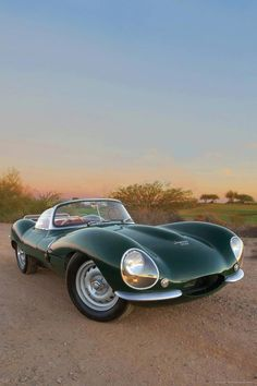 Throughout the early stages of the Jaguar XK-E, the lorry was supposedly planned to be marketed as a grand tourer. Changes were made and now, the Jaguar … Bugatti, Lamborghini, Mercedes Classic Cars, Ford Classic Cars, Classic Sports Cars, Volkswagen Karmann Ghia, Volkswagen New Beetle, Cars Vintage, Retro Cars