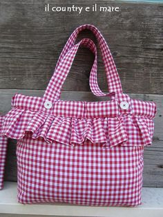Il country e il mare: sporta e portafogli country chic Potli Bags, Diy Tote Bag, Patchwork Bags, Crazy Patchwork, Bag Patterns To Sew, Simple Bags, Denim Bag, Kids Bags, Cute Bags