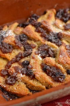 Slimming Eats Christmas Mince Pie Bread Pudding - dairy free, vegetarian, Slimming World and Weight Watchers friendly Slimming World Mince Pies, Slimming World Desserts, Xmas Food, Christmas Cooking, Christmas Recipes, Family Christmas, Christmas Treats, White Christmas, Holiday Recipes