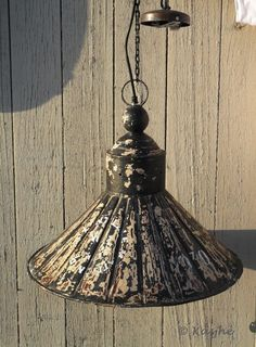https://i.pinimg.com/236x/f1/3b/a8/f13ba8e08202952f71ca05913a26d0d1--pendant-lighting-vintage-retro.jpg