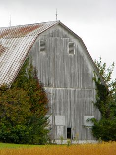 Had a barn just like this on our property when I was six yrs old.......................<3