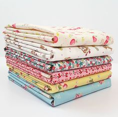 Description : Designed by YUWA Japanese Fabric, this hand cut fat quarter bundle has 6 -18 x 21 pieces. Designer: YUWA Manufacturer: YUWA Fat Quarter Bundle: 6 Material: quilting weight cotton