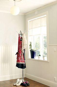 Brandens Panelskivan Pärlspont bröstpanel. #hall #panel Med Panelskivan kan du lätt få din inredning i olika stilar. Allt från lantligt vintage till stilfull herrgård eller varför inte en strikt modern stil.