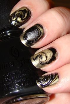 Black and gold swirled nails by Janny Dangerous