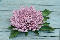 Купить Хризантема - брусничный, брошь, брошь цветок, брошь-цветок, хризантема, брошь из фоамирана, брошка