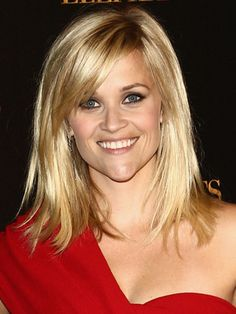 Reese Witherspoon Layered Hairstyle With Bangs - Reese Witherspoon Hair: Best Styles and Cuts