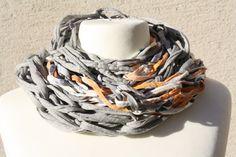 #Loop #Wickelschal #Textilgarn #apricot #grau #Loopmania Hier ein Exemplar aus der Kollektion Loopmania aus der Gruppe der Wickelschals. Diese werden aus dickerem Garn mit einer speziellen...