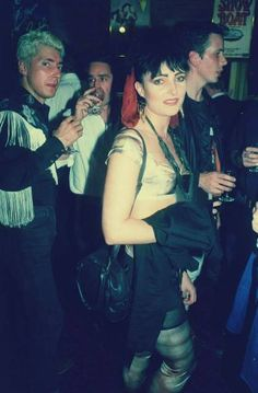 bottom-dave-gahan: budgie siouxsie, 1990 ♡ - I love Siouxsie so much 💘 Siouxsie Sioux, Siouxsie & The Banshees, Androgynous Fashion Tomboy, Girls In Love, My Love, Goth Bands, Goth Music, Louise Brooks, Gothabilly
