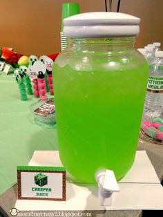Running away?: Minecraft Birthday Party … Creeper Juic… - Minecraft World Minecraft Birthday Party, 9th Birthday Parties, 8th Birthday, Minecraft Party Food, Mine Craft Birthday, Mine Craft Party, Easy Minecraft Cake, Minecraft Crafts, Minecraft World