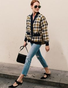 Plaid jacket, jeans and black mules. Frock Fashion, Fashion Outfits, Looks Style, Style Me, Cool Outfits, Casual Outfits, Winter Looks, Pyjamas, Winter Chic