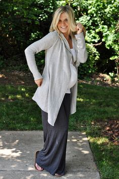 Fun and relaxed maternity look!    #maternityclothes (itsjudyslife recommends finding clothes at old navy & ross)