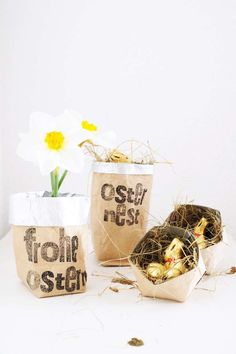 Upcycling: Geometrische Schalen und Metallictüten aus Tetra Pak Easter basket: great upcycling idea for gift packaging and home accessories from Tetra Pak – including template for geometric bowl. Tetra Pak, Diy Gifts For Kids, Diy For Kids, Crafts For Kids, Upcycled Crafts, Diy And Crafts, Diy Gift Baskets, Diy Upcycling, Décor Boho