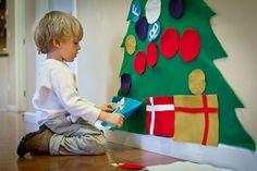 Árbol de Navidad DIY de fieltro. Con velcro, un jueguete perfecto para los más pequeños :)