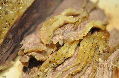 Langtidstegt culottesteg i Römertopf med kartofler og grønt Steak, Bacon, Food And Drink, Beef, Breakfast, Tupperware, Potato Salad, Food And Drinks, Food Food