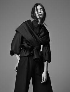 Sculptural Fashion // Black & White oversized layering - My Dubio