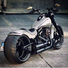 Rick's Harley-Davidson fat boy custom with a fat ass - Motorrad/Vespa - Motorcycle Motos Harley Davidson, Harley Davidson Custom, Harley Davidson Merchandise, Harley Davidson Street Glide, Harley Fatboy, Harley Bikes, Harley Wheels, Custom Street Bikes, Custom Bikes