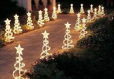 Garden decor in Christmas Exterior Christmas Lights, Church Christmas Decorations, Christmas Light Displays, Christmas Yard, Decorating With Christmas Lights, Illumination Noel, Diy Weihnachten, Christmas Pictures, Diy Halloween