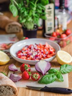 Vastustamaton Mansikkasalsa Bruchetta, Gazpacho, Recipes, Food, Essen, Meals, Ripped Recipes, Yemek, Eten