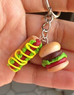 Handmade hamburger and hot dog clay charm on a keychain. Have to get this for my sister-in-law if I pick her name for xmas Sculpey Clay, Cute Polymer Clay, Cute Clay, Polymer Clay Miniatures, Polymer Clay Projects, Polymer Clay Charms, Polymer Clay Jewelry, Clay Crafts, Fimo Kawaii