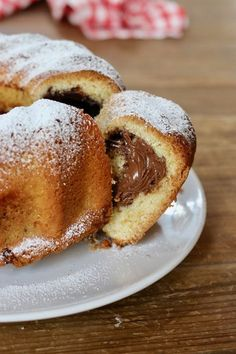 ciambella soffice con cuore alla nutella - creando si impara Vegan Cake, Vegan Desserts, Vegan Gains, Cake Recipes, Dessert Recipes, Milk Cake, Food To Make, Cupcake Cakes, Sweet Tooth