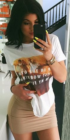 The Affordable Graphic Tees Kylie Jenner Is Obsessed With - Outfits Kylie Jenner T Shirt, Kylie Jenner Mode, Estilo Kylie Jenner, Kylie Jenner Outfits, Kylie Jenner Nails, Maquillage Kylie Jenner, Stylish Outfits, Cute Outfits, Look Fashion