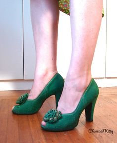 Vintage Babydoll Shoes Fabulous 40s Green Suede Pumps with Pom Poms 6 Date stamp: Jan. 15th 1943 CONDITION: Good/Vintage. They feel very