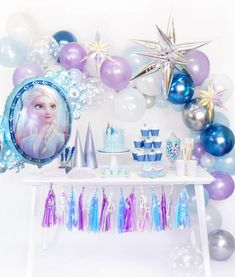 Transform your party to a magical icy wonderland! Featuring modern party goods in Frozen-inspired designs, you little Elsa and Anna will surely fall in love this fabulous collection! Frozen Themed Birthday Party, Disney Frozen Birthday, 4th Birthday Parties, Elsa And Anna Birthday Party, Carnival Birthday, 5th Birthday, Frozen Party Decorations, Birthday Party Decorations, Party Favors