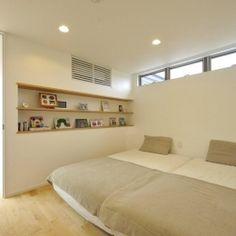 YT-tei (ベッドルーム) Upvc Windows, Interior Windows, Japanese Bedroom, Japanese House, Minimal Decor, Concrete Floors, House Plans, Sweet Home, House Design