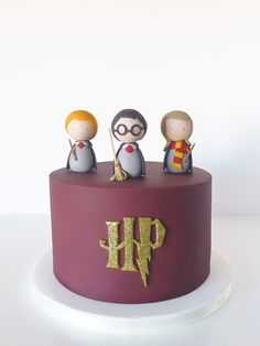 Harry Potter birthday cake / Peace of Cake - - Lecker - first birthday cake-Erster Geburtstagskuchen Gateau Harry Potter, Harry Potter Thema, Cumpleaños Harry Potter, Harry Potter Birthday Cake, Harry Potter Desserts, Harry Potter Cupcakes, Peace Of Cake, Decors Pate A Sucre, Novelty Cakes