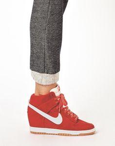 Imagen 3 de Zapatillas de deporte rojas con cuña alta Dunk Sky de Nike