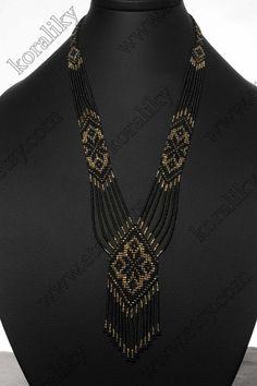 SIN INTERMEDIARIOS. Hecho a mano. Hecho de hilo de poliéster fuerte y durable. Tamaños de encargo y colores disponibles bajo petición. Color: Negro rojo o negro/oro o negro/plata. Material: Cristal checo perlas Preciosa 10/0. Longitud (~46.5 cm) - total 18,3 en. Longitud interior (~ 34 cm) Loom Bracelet Patterns, Beaded Necklace Patterns, Bead Jewellery, Beaded Jewelry, Crystal Beads, Glass Beads, Leather Art, Tear, Seed Bead Necklace