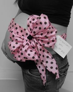 Pregnancy Photo with Bow.. blue instead of pink though! (: