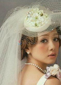 Magnifique voile de mariée décoré de fleur    Magnifique voile de mariée décoré de fleur    Magnifique voile de mariée décoré de fleur