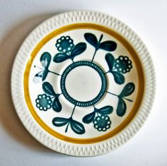 A Love for Pottery & Ceramics Glass Ceramic, Ceramic Decor, Century Textiles, Glaze Paint, Scandinavian Folk Art, Retro Vintage, Vintage Stuff, Ceramic Coating, Pottery Plates